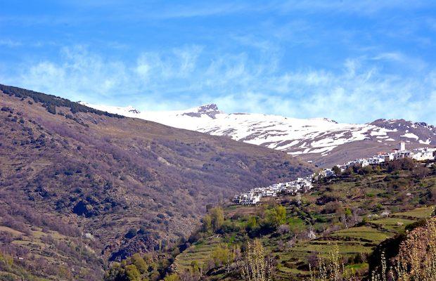 rincon-mirador-desde-pampaneira-granada-del-barranco-de-poqueirasierra-nevada-y-el-pueblo-de-bubion-